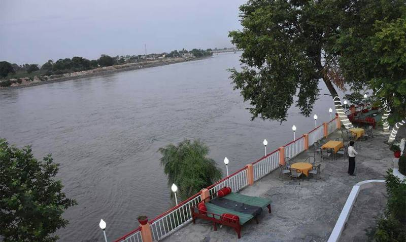 River Kabul at Warsak, Nowshera in medium flood