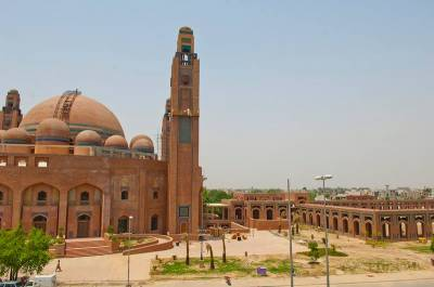 Imam Masjid-e-Aqsa leads Friday prayers in Bahria Town mosque Lahore