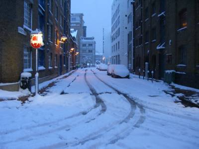 Schools and Airports shut down in UK after heavy snowfall