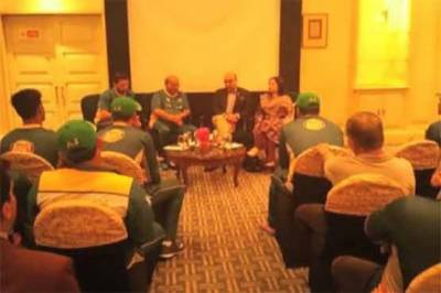 Pakistan High Commissioner meets cricket team in Kolkata