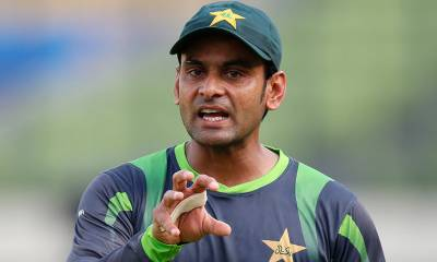 Pakistani cricketer Mohammad Hafeez with 7 crores earned the most in last 2 years