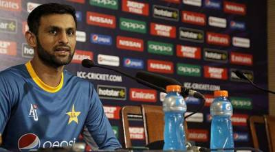 There is no grouping in Pakistan cricket team: Shoaib Malik