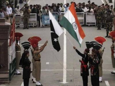 WAGAH: Rangers gift sweets to BSF on eve of Holi festival