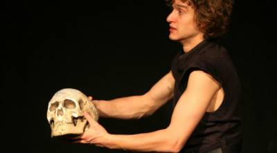 Shakespeare skull found missing from his grave