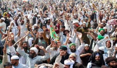 Government decides to launch operation against protestors in D-Chowk