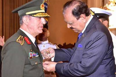 Turkish Chief awarded Nishan-e-Imtiaz military by President Mamnoon