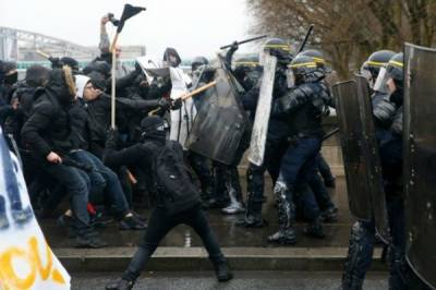 Paris witnesses violent clashes between Police and demonstrators over labour reforms bill