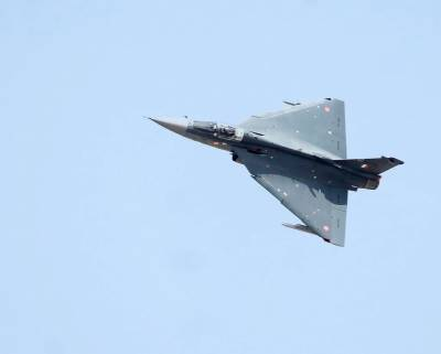 Indian Defence Minister compares 32 years old Tejas with Rafale