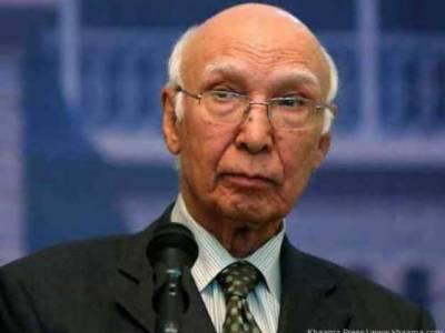 Sartaj Aziz asks US Ambassador to end drone strikes in Pakistan