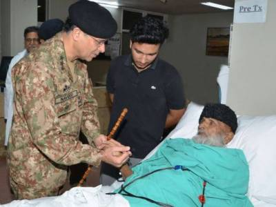 Corps Commander Karachi visits Edhi