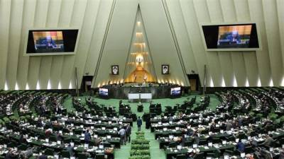 Iranian Parliamentarians blast at US over nuclear deal