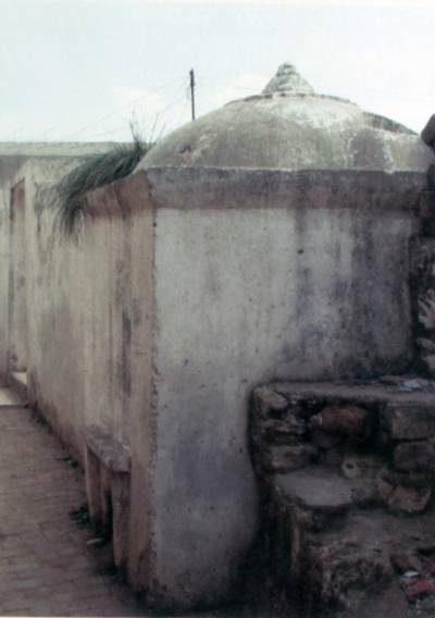 Ancient site `Sarai Kharbuza' decays due government non attention