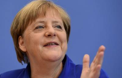 Merkel rejects reversing refugee policy after attacks
