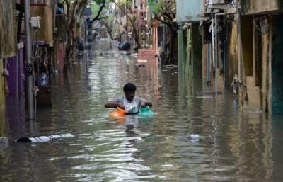 Thousands stranded near New Delhi as rains flood roads