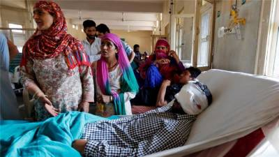 Jamaat Islaami chief visits injured Kashmiris in Srinagar hospitals