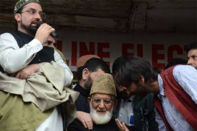 APHC stopped from Referendum March in Srinagar by Indian Troops