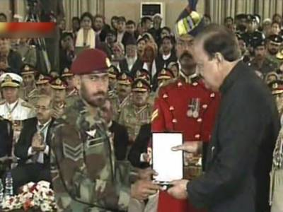 President Mamnoon confers military awards Armed Forces officers and men