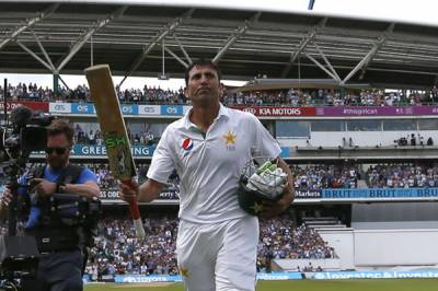 Younis's double ton puts Pakistan on top against England