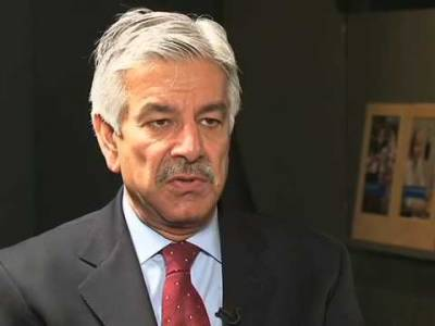 Khawaja Asif lashes out at MQM Chief Altaf Hussain
