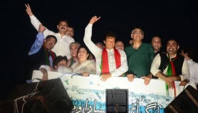 Imran Khan demands resignation from Sharif Brothers