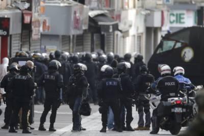 Women suspected terrorists arrested in Paris