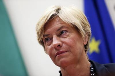 Italian defence minister opposes use of lethal weapons against Kashmiris