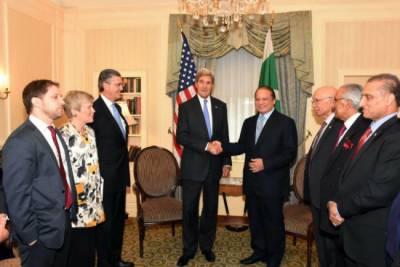 PM Nawaz Sharif raises Kashmir issue with John Kerry in New York