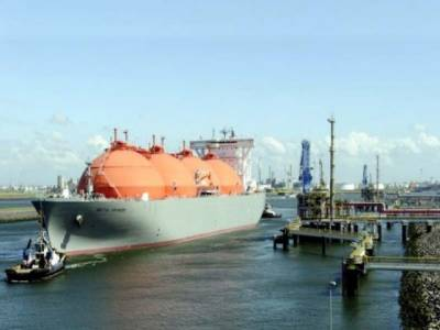First agreement for private LNG import from Qatar to Pakistan signed