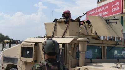 Kunduz Battle: Afghan Taliban flag hoisted at the city main intersection