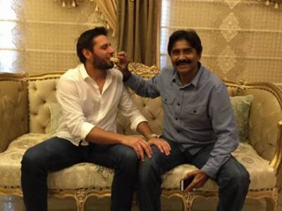 Shahid khan Afridi and Javed Miandad patch up