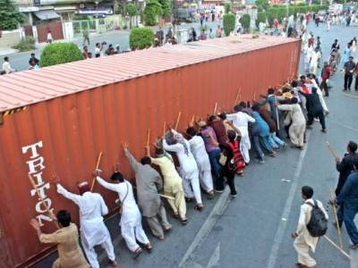 Containers barricade removal from roads ordered