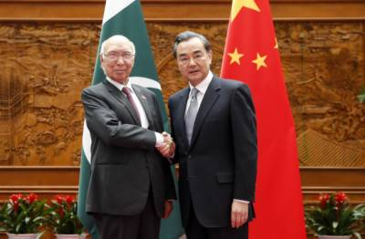 Sartaj Aziz-Chinese FM hold important meeting in Bishkek