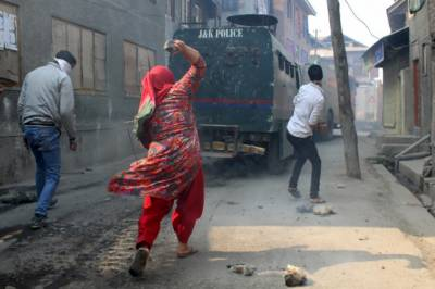 Indian Forces shelling at the funeral of martyred teenager Kashmiri