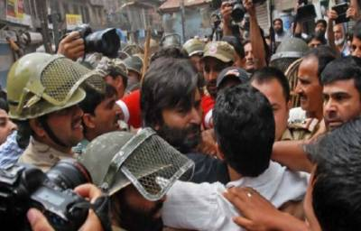 JKLF Chairman Yasin Malik house raided by Indian Police