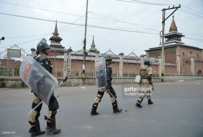 Indian Forces block Jumma Prayers at Jamia Masjid Srinagar on 18th Friday