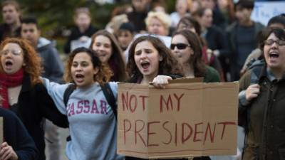 Anti Trump protests escalate in USA