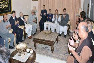 PM Nawaz Sharif visits late Jahangir Badar's family for condolence