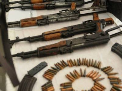 Large quantity of weapons seized at Punjab-Sindh border