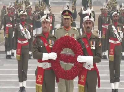 COAS General Qamar Bajwa visits Yadgar-e-Shuhada at GHQ
