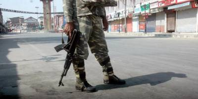 Indian Army imposes Curfew in Srinagar to foil Lal Chowk march