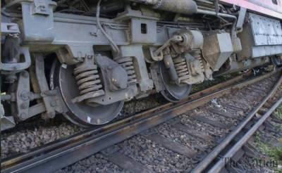 Khushaal Khan express derails