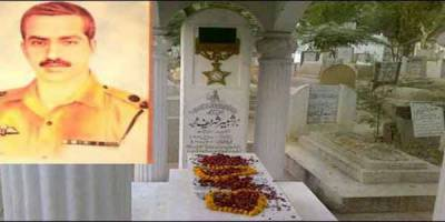 Major Shabbir Sharif 45th martyrdom anniversary: Ex. COAS lays floral wreath