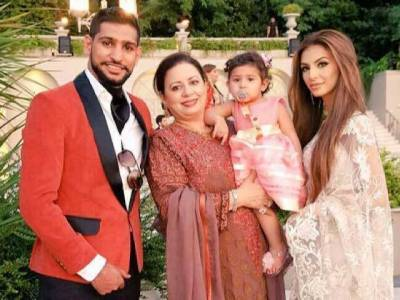 Boxer Amir Khan speaks about his family tussle