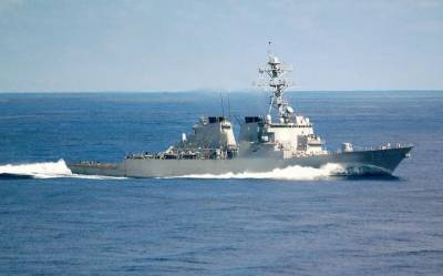 US Navy destroyer fire shots at Iranian Vessels in Strait of Hormuz