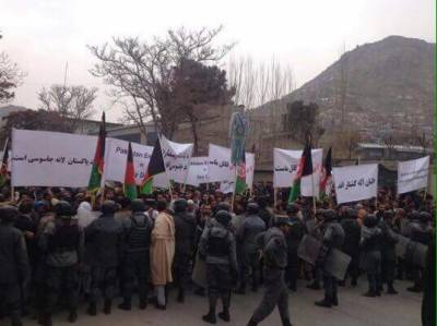 Pro-India Afghan establishment supporters surround Pakistani embassy in Kabul