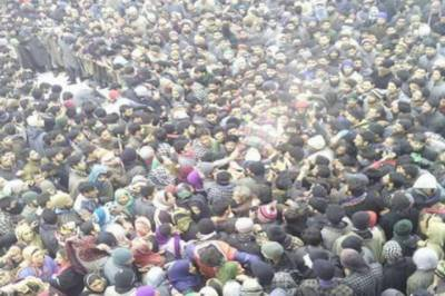 Kashmiris flood streets to attend funeral prayers of martyred Mujahidin in IHK