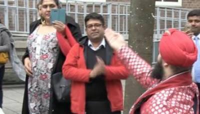 Arts Culture- Lal Shehbaz Qalandar Dhamaal on the streets of London stuns Britons
