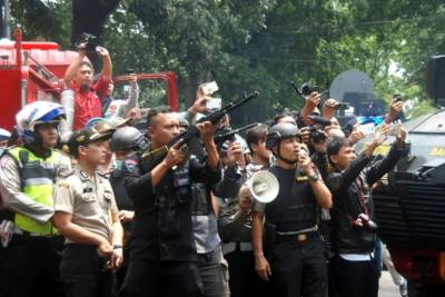 Bomb attack in Indonesia, police shootout