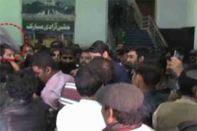 Sheikh Rasheed embarrassed in Lahore after shoe attack