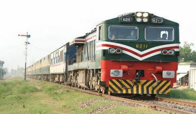 Pakistan Railways trains escape disaster